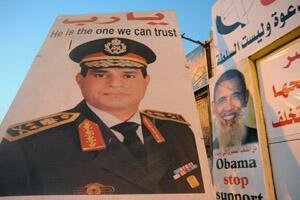 """Un poster géant du général Sissi avec le message en anglais """"C'est quelqu'un à qui on peut faire confiance""""."""
