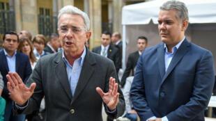 Preuve de leur proximité, Ivan Duque (à droite) a effectué plusieurs de meetings en compagnie de l'ancien président Alvaro Uribe (à g.).