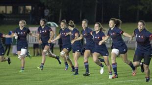 L'équipe de France féminine de rugby, le 17 août 2017, célébrant sa qualification pour les demies-finales.