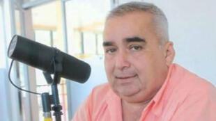 """Jesús Eugenio Ramos presentaba el programa matutino """"Nuestra región hoy"""" en la estación Oye 99.9 FM en Tabasco, México, 10 de febrero de 2019."""