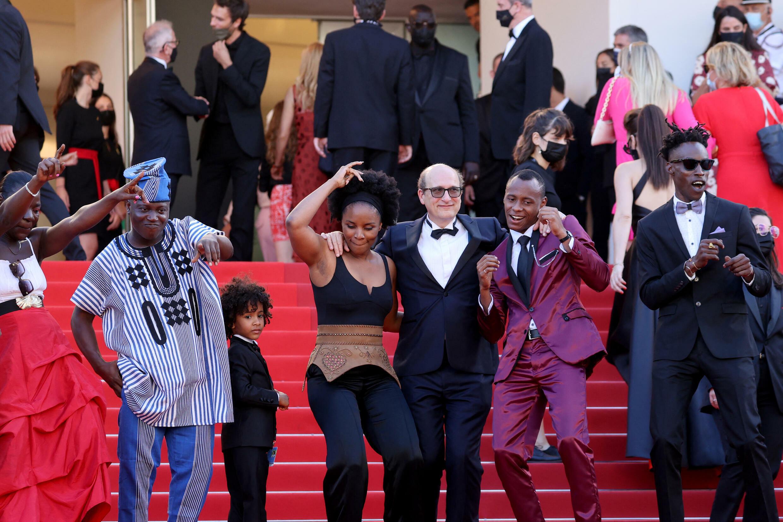 """L'équipe de """"Freda"""" sur le tapis rouge, à Cannes."""