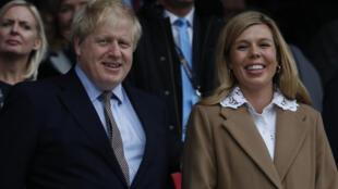 رئيس الوزراء البريطاني بوريس جونسون وخطيبته كاري سيموندز في لندن في 07 آذار/مارس 2020