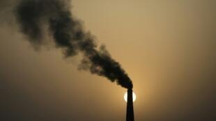حكم قضائي يمهل الدولة الفرنسية مدة مرة ثلاثة أشهر لإثبات تحركها بشأن المناخ وتخفيض انبعاثات الغازات ذات مفعول الدفيئة