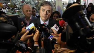 El canciller de México, Marcelo Ebrard, ofrece declaraciones a medios tras una conferencia de prensa este lunes 11 de noviembre sobre la solicitud de asilo de Evo Morales, en la sede de la cancillería en Ciudad de México, México.