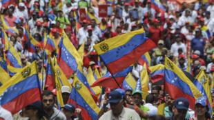 Les partisans du président Maduro rassemblés à Caracas, mardi 23 mai 2017.