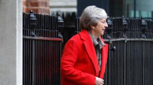 Theresa May devant le 10 Downing Street le 16 novembre 2018.