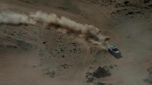 El lituano Vaidotas Zala, de Mini, participa de la primera etapa del Rally Dakar 2020, entre Jeddah y Al Wajh, el 5 de enero de 2020.
