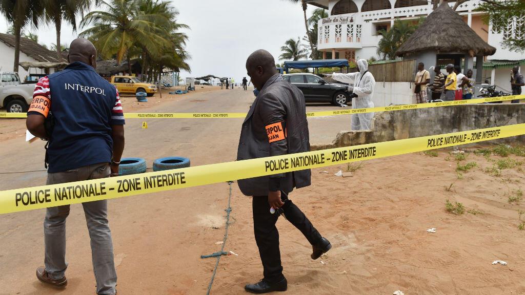 Des membres de la police ivoirienne au lendemain de l'attaque de la plage de Grand-Bassam, le 13 mars 2016.