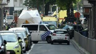 عناصر شرطة ومركبة إسعاف في مكان إطلاق النار في لييج بشرق بلجيكا في 29 أيار/مايو 2018