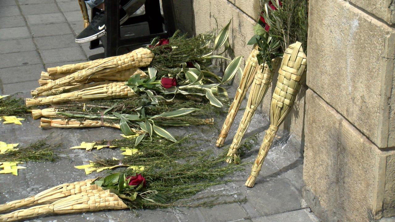 Cientos de ramos son vendidos anualmente en Quito, Ecuador, para la conmemoración de los actos de la Semana Santa.