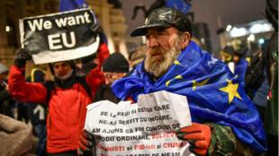 Des Roumains ont manifesté leur soutien aux valeurs européennes durant le gala marquant le début de la présidence roumaine de l'UE jeudi 10 janvier.
