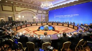 Table ronde des principaux représentants syriens et rebelles, à Astana, le 15 septembre 2017.