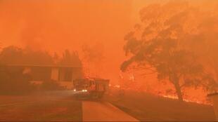 حريق هائل في ويرومبي 50 كم جنوب غرب سيدني. أستراليا 6 ديسمبر/كانون الأول 2019.