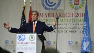 وزير الخارجية الأمريكي جون كيري في مؤتمر المناخ في مراكش في 16 تشرين الثاني/نوفمبر 2016