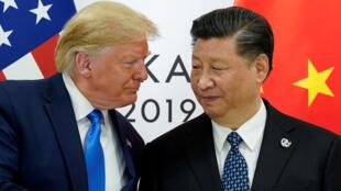 El presidente de los Estados Unidos, Donald Trump, se reúne con el presidente chino, Xi Jinping, durante el encuentro bilateral de líderes del G20 en Osaka el pasado 29 de junio.