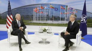 الرئيس الأمريكي جو بايدن والأمين العام لحلف شمال الأطلسي ينس ستولتنبرغ في بروكسل 14 يونيو 2021