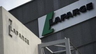 """تاريخ شركة """"لافارج"""" حافل بالقرارات والعمليات المثيرة للجدل."""