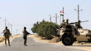صورة أرشيفية لآليات للجيش المصري بسيناء