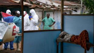 Des volontaires ont silloné la Sierra Leone pour distribuer des savons dans les foyers.