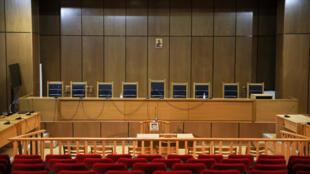منظر عام لقاعة المحكمة قبل محاكمة قادة وأعضاء حزب الفجر الذهبي اليميني المتطرف، في محكمة في أثينا، اليونان، 7 أكتوبر/ تشرين الأول 2020
