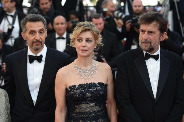 """De gauche à droite: John Turturro, Margherita Buy et Nanni Moretti foulent le tapis rouge pour la projection de """"Ma mère"""", La septième participation de Moretti en compétition au Festival de Cannes en mai 2015."""