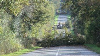 Barricades sur la route entre les Ardillières et le croisement des Fosses-Noires. © zadist