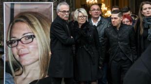 Le mari d'Alexia Daval change de version, et accuse son beau-frère du meurtre de sa femme.