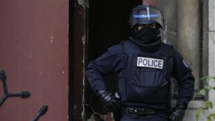 Un policier à Saint-Denis, le 18 novembre 2015.