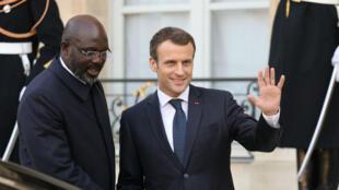 Emmanuel Macron et son homologue libérien George Weah, à l'Élysée le 21 février 2018.