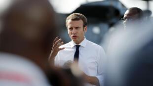 Le président Emmanuel Macron s'exprime à Pointe-à-Pitre, le 12 septembre 2017.