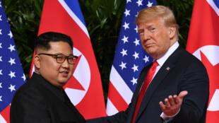 Donald Trump et Kim Jong-un lors de leur rencontre historique à Singapour, le 12juin2018.