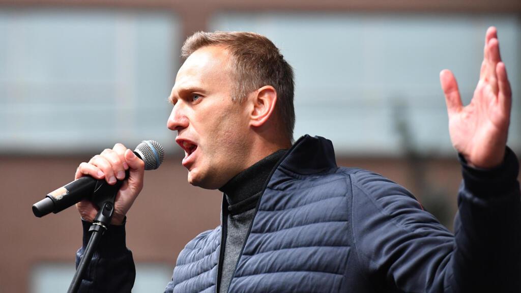 """Russie : Emmanuel Macron réclame à Vladimir Poutine toute la lumière sur la """"tentative d'assassinat"""" de Navalny"""