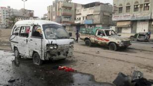 Un véhicule touché par les attaques, à Hodeïda, au Yémen, le 2 août 2018.