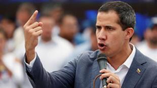 El líder opositor Juan Guaidó durante una ceremonia de juramento para simpatizantes en Caracas, Venezuela, el 27 de abril de 2019.