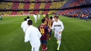 """صورة من """"الكلاسيو"""" الأخير بملعب """"كامب نو"""" في برشلونة."""