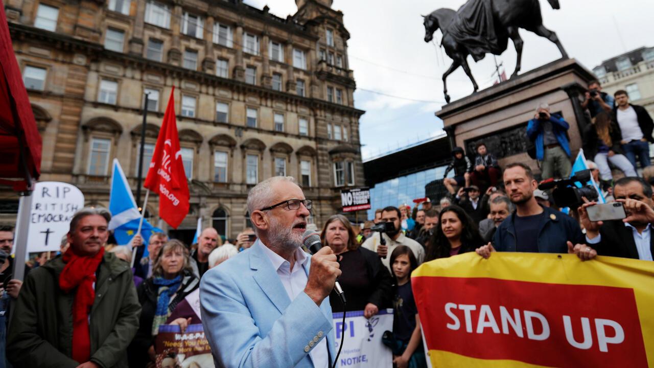 El líder del Partido Laborista, Jeremy Corbyn, habla durante una manifestación contra el Brexit. Escocia, Reino Unido, el 31 de agosto de 2019.