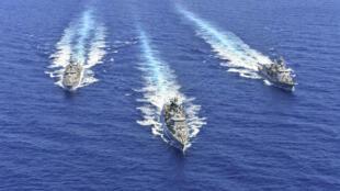 صورة وزعتها وزارة الدفاع اليونانية في 26 آب/أغسطس تُظهر سفناً تابعة للبحرية اليونانية تشارك في تدريبات عسكرية في شرق البحر المتوسط في25 آب/أغسطس 2020