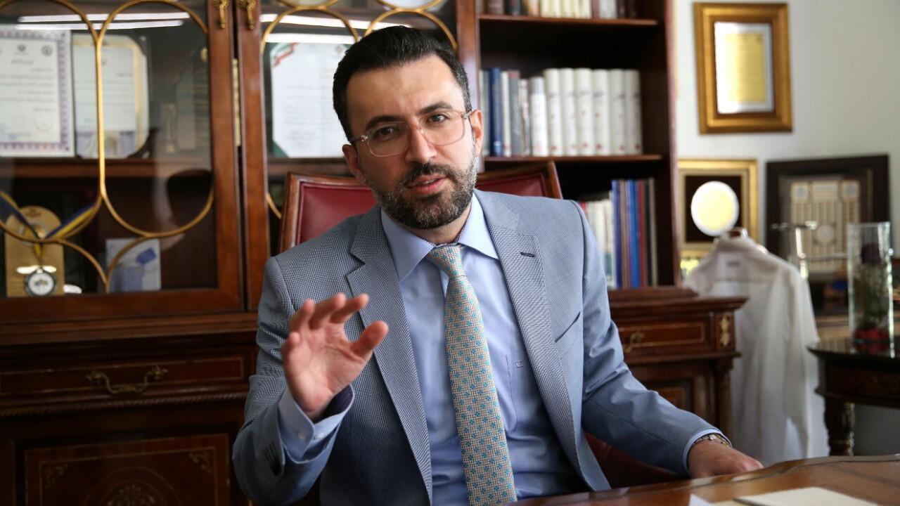 L'avocat iranien de Amirhossein Moradi, l'un des trois condamnés à mort après les manifestations de novembre 2019, dans son bureau de Téhéran, le 19 juillet 2020.