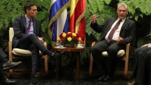 El presidente cubano Miguel Díaz-Canel y el presidente del Gobierno español, Pedro Sánchez, durante la reunión bilateral celebrada en el Palacio de la Revolución, en La Habana, el 22 de noviembre de 2018.