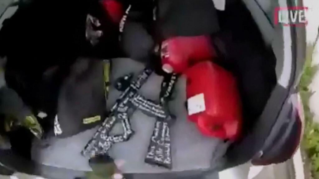 Imagen tomada del video circulado en las redes sociales, aparentemente grabado por un hombre armado y publicado en internet, en vivo a medida que se desarrollaban los ataques en Christchurch,Nueva Zelanda, el 15 de marzo de 2019.