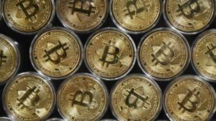 El precio del bitcóin superó el martes los 50.000 dólares, algo inédito en el sector de las criptomonedas, y sigue batiendo récords gracias al interés de los grandes bancos y de compañías como Tesla