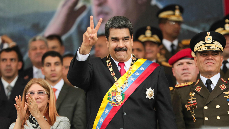 Una fotografía facilitada por Miraflores muestra al Presidente de Venezuela, Nicolás Maduro, junto con la Primera Dama, Cilia Flores, durante un acto para celebrar el 197 aniversario de la Batalla de Carabobo y el Día del Ejército en Valencia, Venezuela, 24 de junio de 2018.