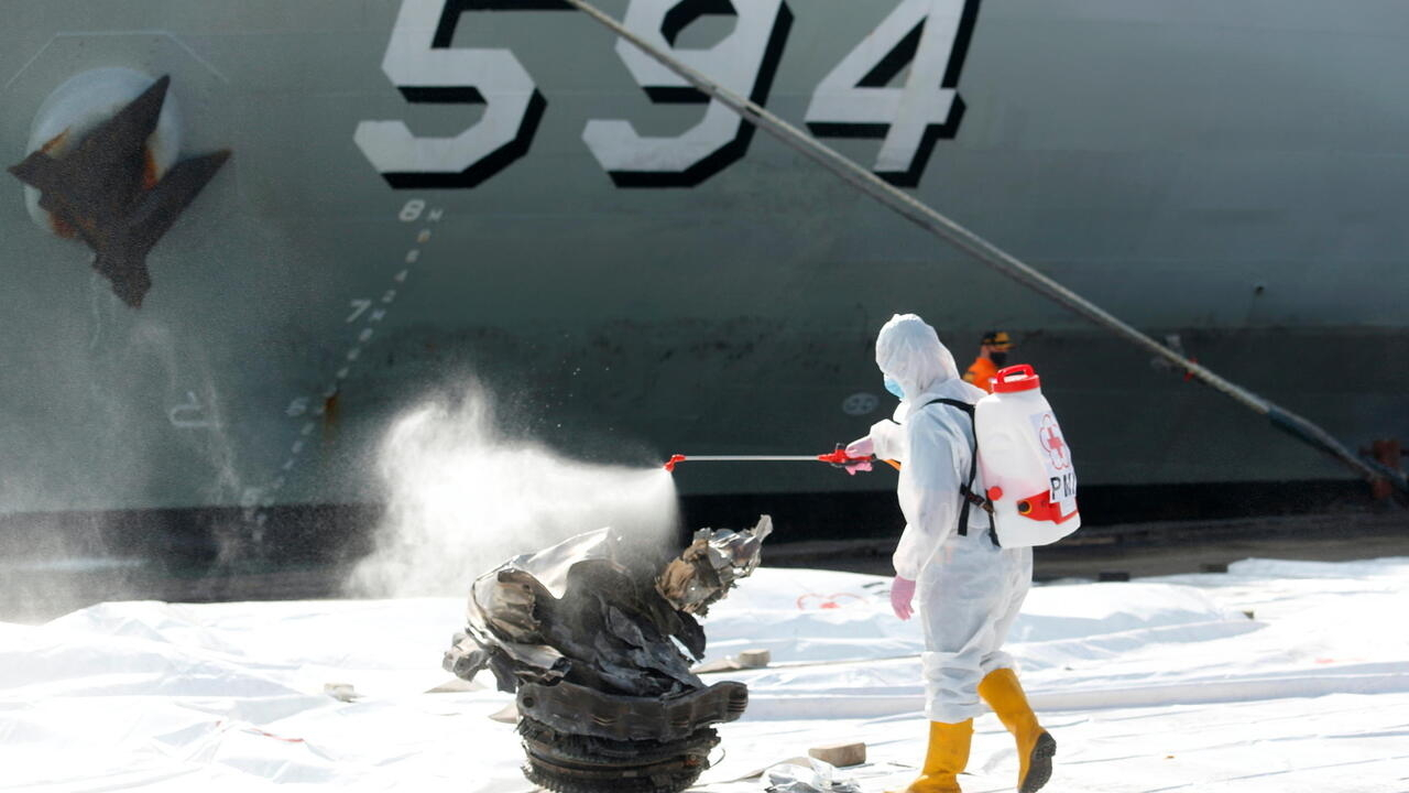 Indonesia pinpoints location of crashed plane's black boxes in Java Sea