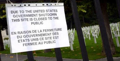 A sign informs visitors of the closing of the Suresnes American Cemetery and Memorial, west of Paris, on October 1, 2013. ©AFP