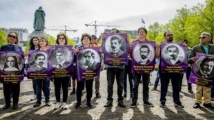 متظاهرون في لاهاي الهولندية يمارسون ضغوطا من أجل الاعتراف بالإبادة الأرمنية 23 أبريل/نيسان 2019