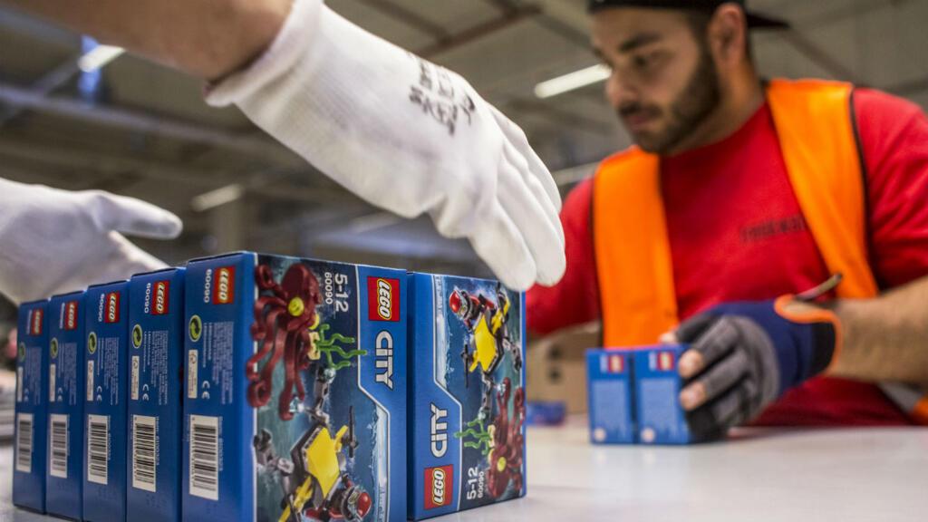 Lego Développe Remplacer Matériaux Le De Renouvelables Pour Nouveaux XiTwOPkZu