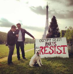 Une photo de soutien depuis Paris