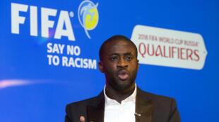 Le footballeur ivoirien Yaya Touré lors de l'annonce du plan de lutte contre le racisme, le 12 mai 2015 à Londres.