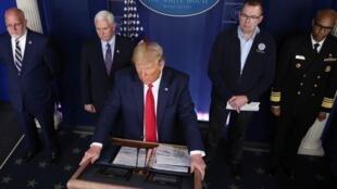 El presidente Donald Trump durante la rueda de prensa en la Casa Blanca, anunciando medidas contra el Covid-19. 22 de marzo de 2020.