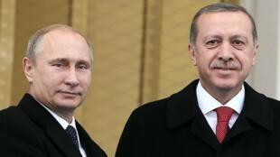 الرئيس التركي رجب طيب أردوغان ونظيره الروسي فلاديمير بوتين
